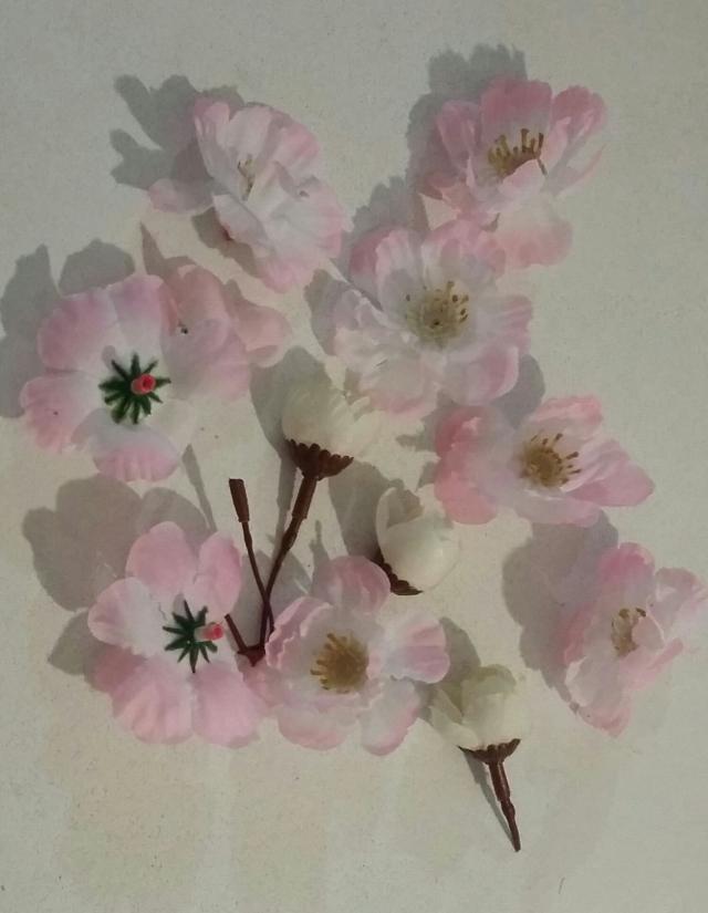flowers white.jpg
