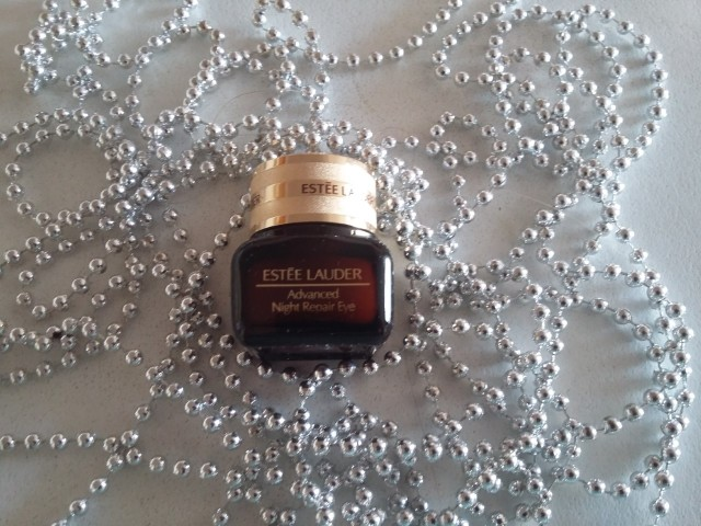 estee-lauder-eye-cream